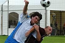 Ve finále Energie Cupu vlevo dříteňský Smékal bojuje s vodňanským Štěchem.