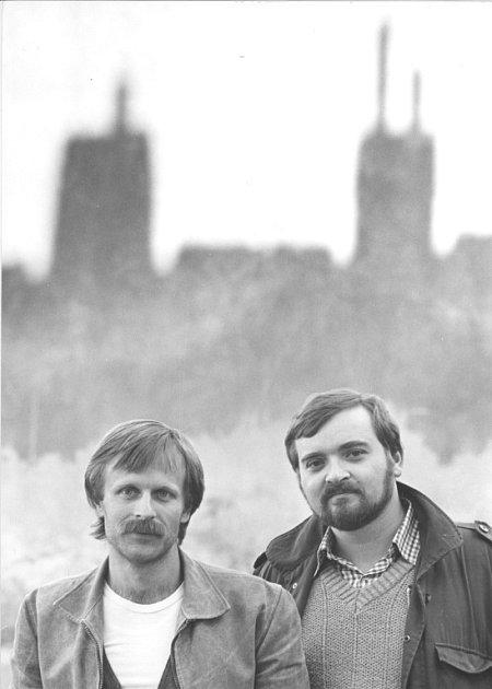 Jan Burian a Jiří Dědeček vydávají své první a poslední společné album. Na šesti CD shrnuje jejich hraní zlet 1974 - 1985, hraní sMagdou Křížkovou, Jiřím Suchým, neznámé nahrávky ikoncert na Večeru rozpadlých dvojic vpředvečer listopadové revoluce.