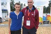 Petr Korbel (vpravo) v olympijském parku s hráčem druholigového Pedagogu Filipem Kortusem.