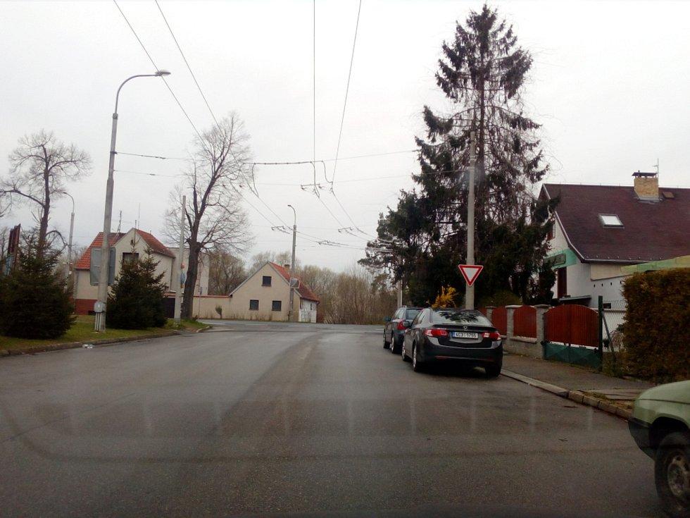 Oprava trolejí na křižovatce Sokolovské ulice a Lidické třídy v Českých Budějovicích.