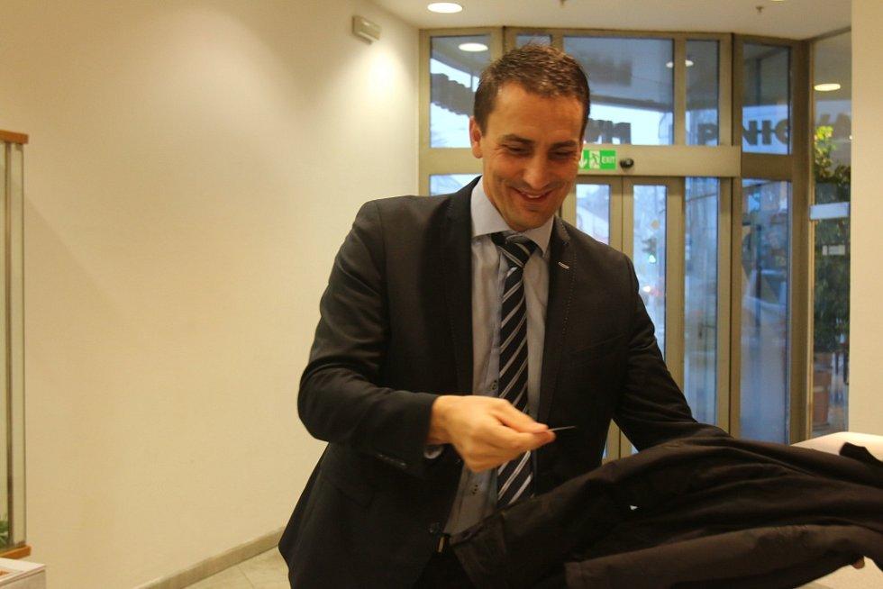 Pozvání na úterní setkání s hejtmanem přijal i Bohdan Zronek, ředitel Jaderné elektrárny Temelín.