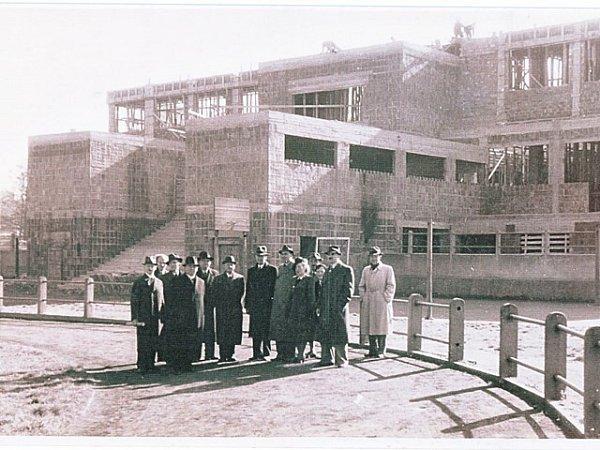 Stavba sokolovny trvala od roku 1928, kdy byly položeny základní kameny, až do roku 1947.
