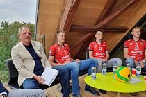Do nominace na kolektiv roku je zařazen také Jihostroj Č. Budějovice. Na snímku vlevo prezident volejbalového klubu Jan Diviš, vpravo kapitán Radek Mach.