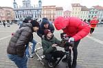 Jiří Mádl točil na českobudějovickém náměstí videospot pro Centrum Arpida.