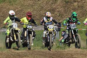 Start třídy MX2 na krajském přeboru v Netolicích.