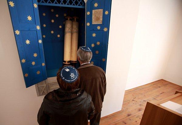 Po 22letech skončila obnova synagogy ve Čkyni na Prachaticku, vníž se unikátně dochovala itóra. Od dubna vní bude vedle modlitebny sál pro společenské akce, infocentrum, knihovna igalerie. Náklady na záchranu památky činily asi dvanáct milionů.