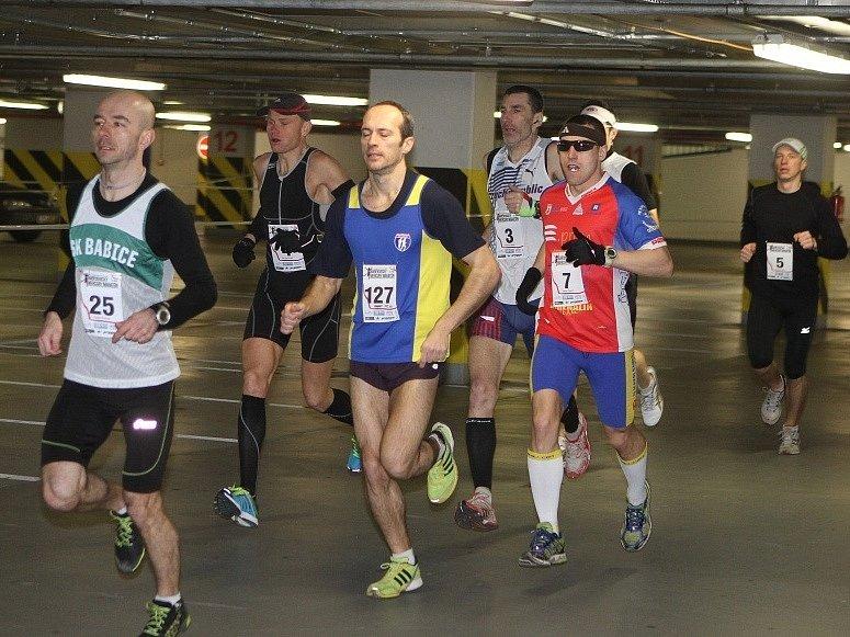 Předloni vyhrál Brunner (zcela vlevo) maraton v podzemí českobudějovického Mercury centra