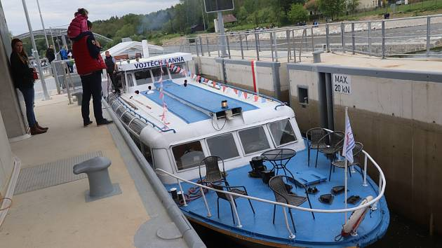 Slavnostní otevření plavební komory na jezu v Hněvkovicích.