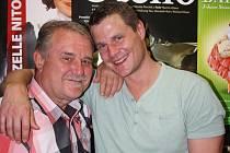 Miloslav Veselý  a jeho syn Ondřej jsou parťáky v práci i soukromí. Společně nyní účinkují v Divotvorném hrnci před otáčivým hledištěm, každý rok vyrážejí na vodu.