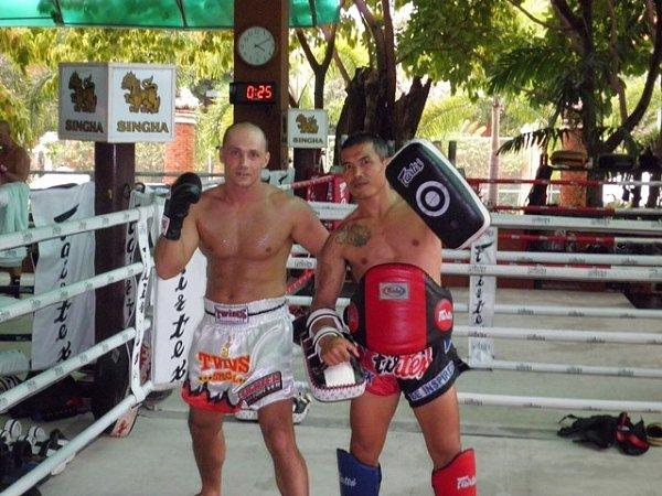 Petr Zevl při tréninku vexotickém Thajsku.