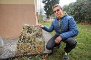 Talentovaný student Petr Vaněk zrealizoval ve škole svůj geologický sen. Paní učitelka Jarmila Ichová ho v tom čtyři roky podporovala.