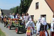 V Plástovicích obnovili v sobotu 9. září tradici dožínek. Přišli se podívat domácí i přespolní. V průvodu hráli prim baráčníci z Pištína nebo technika ZOD Blata Sedlec.