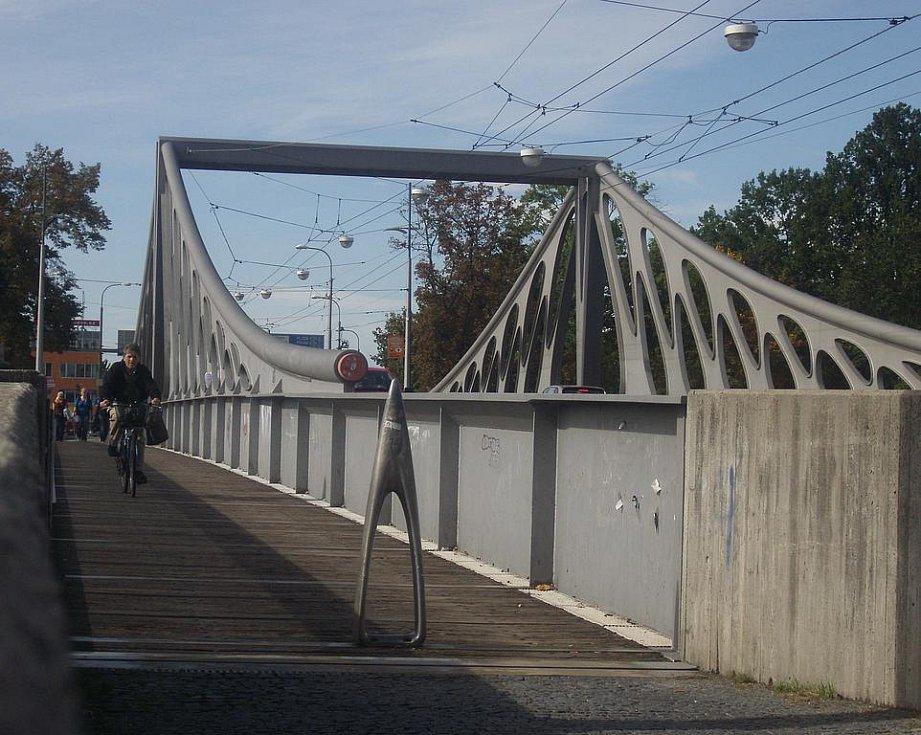Jednou ze zajímavých staveb, která v Budějovicích rozhodně stojí za povšimnutí, je  bezesporu Dlouhý most.