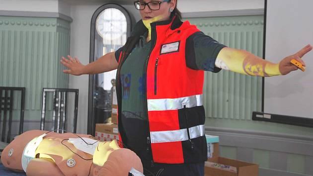 Kateřina Stoklasová zároveň představila členům bezpečnostní rady kraje mapu s umístěním všech externích defibrilátorů na jihu Čech. Celkem jsou na 25 místech.
