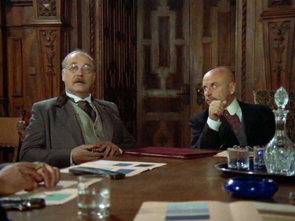 Leopold Haverl (vlevo) a Bořivoj Navrátil jako akcionáři při zasedání správní rady na zámku.