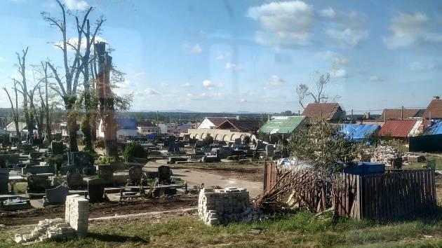 Utkvěla jí i poškozená příroda, všechno vypadalo jak z katastrofického filmu. Některé veřejné budovy měly děravé fasády, to prostředí bylo samo o sobě depresivní, a naopak všichni lidé hrozně pozitivní, uvedla Vladimíra Čečková.
