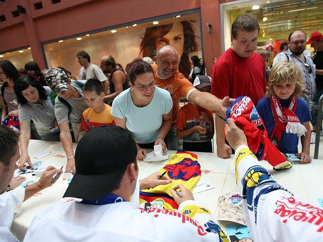 Hokejový klub HC Mountfiled České Budějovice oficiálně zahájil 7. září novou sezónu. Ráno tým absolvoval fotografování v nových dresech, poté trénink, po obědě tiskovou konferenci a autogramiádu v obchodním centru Igy.