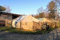 Náhradní zázemí pro lidi bez domova vzniklo v Českých Budějovicích v areálu letního kina Háječek.