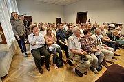Studenti se vyptávali seniorů na jejich zážitky z války a života v komunismu.