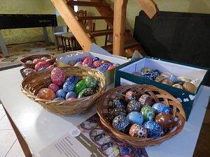 Na Hosíně vyráběli velikonoční dekoraci