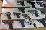 Jihočeští policisté během letošního 5. ročníku zbraňové amnestie obdrželi dosud od veřejnosti 139 kusů zbraní a 1050 kusů střeliva.