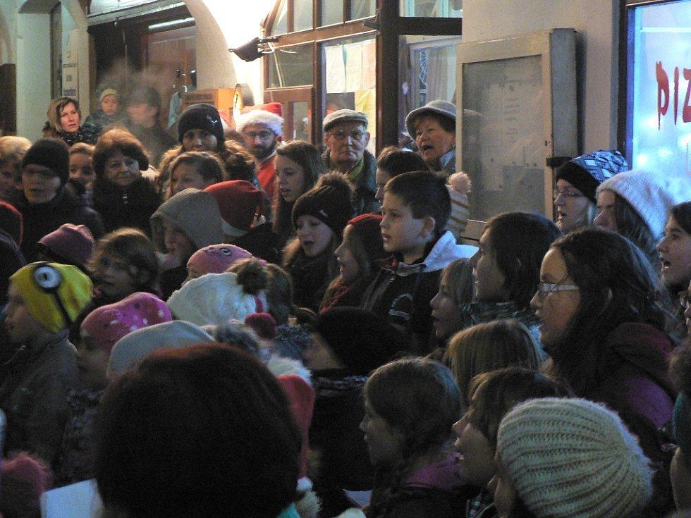 Zpívání koled v Trhových Svinech.