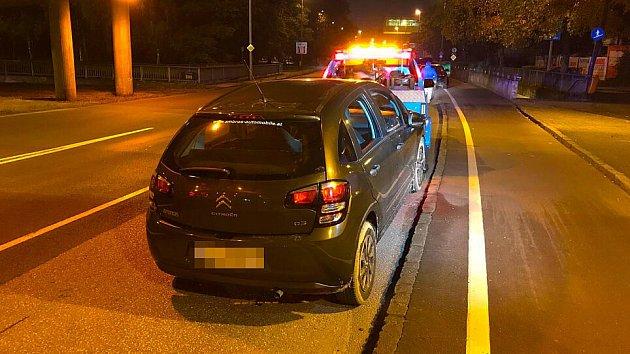 Vrah odjel autem oběti.