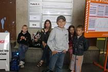 Běloruské děti na českobudějovickém nádraží.