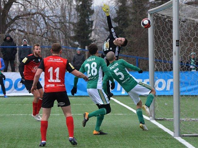 Nejblíž gólu byli fotbalisté Táborska v zápase Tisport ligy s Bohemians v 66. min., míč po střele Zbyňka Musiola ale ze překonaným brankářem Koubou vykopl obránce Bartek.