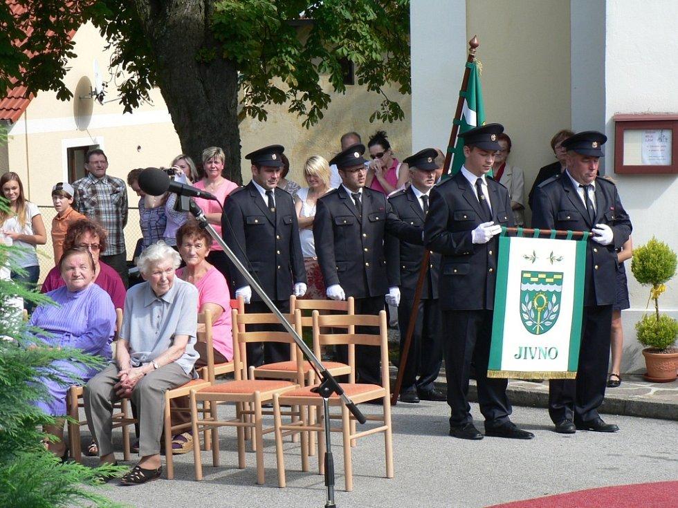 Setkání rodáků a žehnání znaku obce v Jivně.