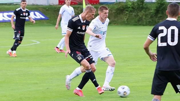 Michal Škoda v přípravě s Dynamem Moskva bojuje s Alexanderem Kutitskym: Dynamo ČB – Dyn. Moskva 0:4.