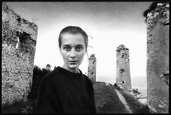 Fotograf Michal Tůma má monografii, která vyšla vprosinci 2014vnakladatelství Foto Mida. Dívčí portrét, Vzpomínka na lásku, 9.srpen 1972.