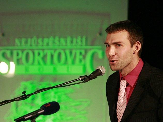 HOST. Své kamarády přišel do českobudějovické Sportovní haly podpořit Radek Motys. Dlouhá léta byl oporou volejbalového Jihostroje a před touto sezonou odešel do Belgie. Vloni byl vyhlášen druhým nejlepším sportovcem Jihočeského kraje za rok 2011.