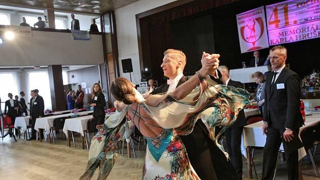 Prestižní taneční soutěž začala v novohradských tanečních. Dneska se v ní získávají body pro účast v mistrovství republiky.