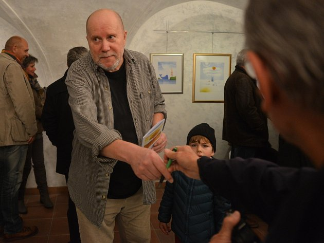 Výstava maleb, grafik a ilustrací špičkového grafika, ilustrátora a karikaturisty Václava Johanuse začala v českobudějovické galerii Hrozen.