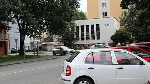 Policie uzavřela ulici L.M. Pařízka kvůli zavazadlu