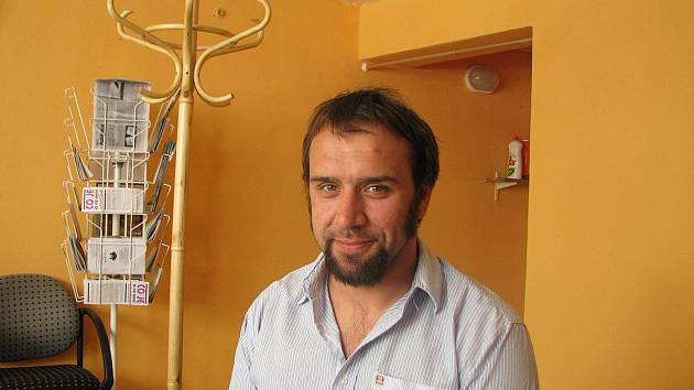 Tomáš Brejcha vede drogovou poradnu Prevent v Tylově ulici. Ta dnes nabízí bezplatnou pomoc nejen samotným závislým klientům, ale i jejich partnerům či rodinným příslušníkům.