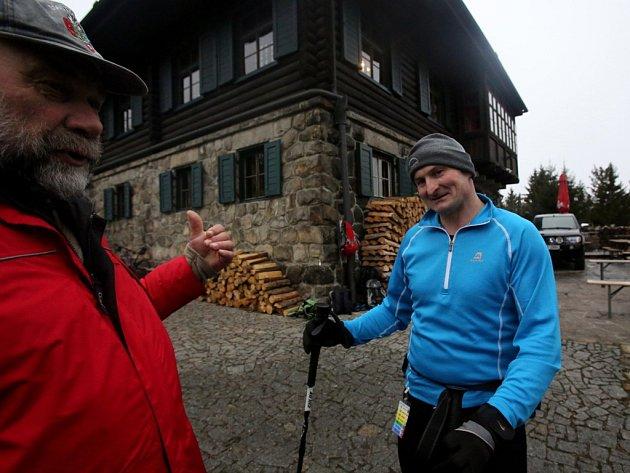 Padesát chodců získalo v sobotu na Kleti medaili za titul Himálajský medvěd. Za šest hodin vyšli na nejvyšší horu Blanského lesa šestkrát. Celkem se do již 12. ročníku soutěže zaregistrovalo 135 účastníků.