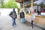 Letní kino se stalo díky městské charitě na přechodnou dobu útočištěm pro bezdomovce.