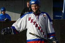 Bývalý obránce Pedagogu Jan Pokorný a jeho Betonova vládnou oblastní lize hokejbalistů.