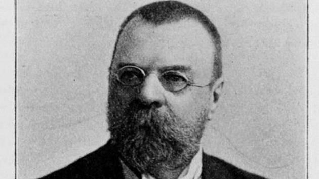 Plavský rodák Jan Vaclík působil jako dopisovatel či diplomat v Černé Hoře či Rusku. Zemřel 3. srpna 1917 v Petrohradě.