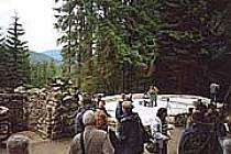 Obnovené základy kaple nad Srním.