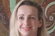 Andrea Hadrava Anderlová pracuje v pedagicko- psychologické poradně v Českých Budějovicích, zároveň má soukromou psychologickou praxi v Třeboni. Ta je kvůli vládním nařízením zavřená. Psycholožka pracuje on-line cestou.
