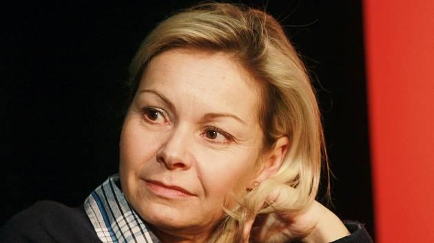 Herečka Petra Hobzová při rozhovoru v Českém rozhlase České Budějovice.
