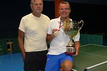 Z extraligového bronzu má radost nejen český paralympionik, jenž si ho cení nad všechny úspěchy mezi tělesně postiženými, ale i jeho otec Ivan Karabec starší.