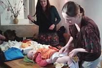 Látkové pleny používá při přebalování dcery Alexandry pravidelně i Hana Janáčková Kojanová.