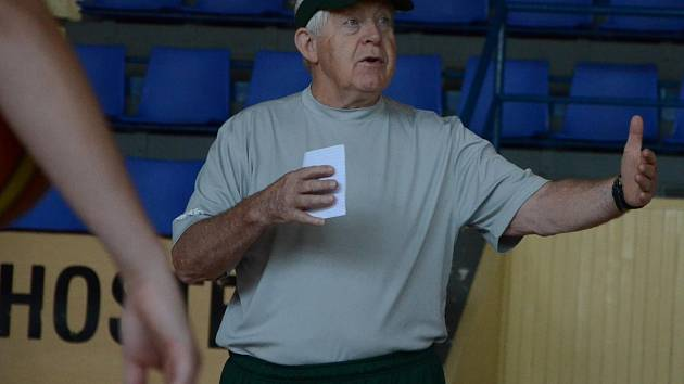 trenér basketbalistek BK Strakonice Richard D. Lien