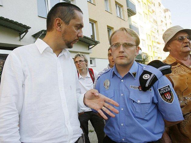 Stížnosti obyvatel Máje  v pondělí přímo na místě prověřoval spolu se strážníky městské policie primátor Juraj Thoma.