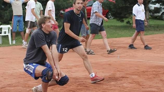 V Antukové lize se sešel Martin Böhm  (vpravo, č.12) v týmu Pepíků s budějovickým Vojtou Zachem. V sobotu nastoupí každý v jiném dresu.