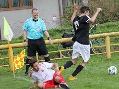 Fotbalisté Lokomotivy České Budějovice remizovali v městském derby se Slavií ČB 0:0. Oba týmy tak pokračují ve šňůře zápasů, v nichž na jaře bodovaly.